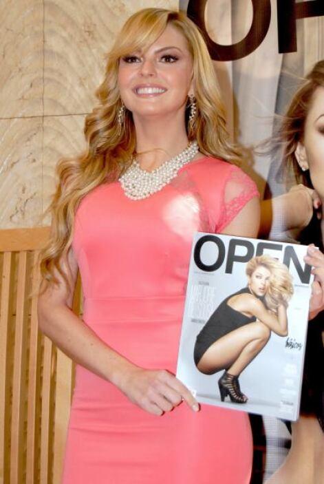 Para consentir a su público aceptó aparecer en la portada de la publicac...