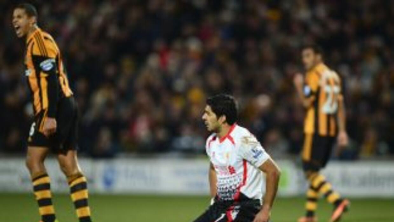 Suárez se fue en blancoante el Hull, que paró a los 'Reds' en su caza al...
