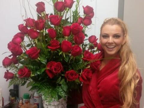 La guapa Marjorie de Sousa recibió unas flores de un admirador se...
