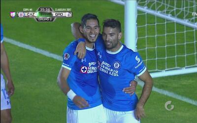 Jorge Benítez convierte el 2-0 de Cruz Azul tras un pase de Cauteruccio