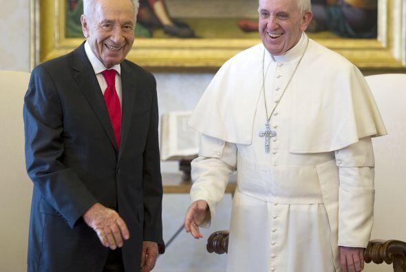 A finales de abril fue visitado por el presidente de Israel, Simon Peres...