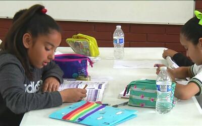 Al menos 500 niños inmigrantes han llegado a la escuelas de Tijuana enfr...