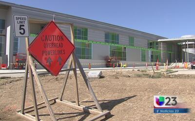 Continúan obras de construcción en primaria Peach
