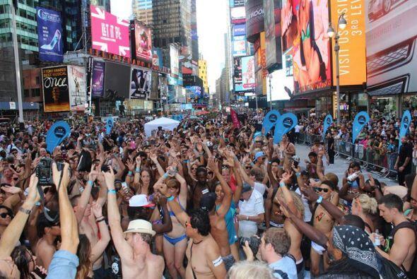 El Día Nacional de la Ropa Interior en Time Square, Nueva York, tuvo mús...