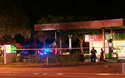 Una persona murió al perder el control de su auto y chocar contra una ga...