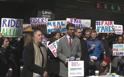 Activistas rechazan el aumento en las tarifas del transporte público en...