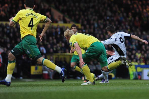 Norwich y Fulham siguieron con la lista de empates.