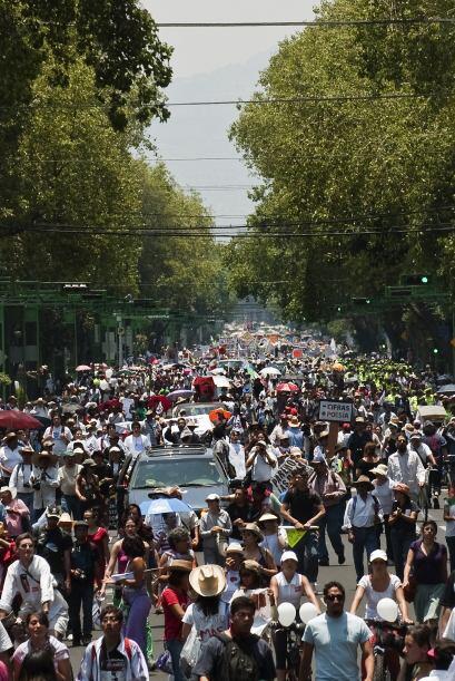 """""""Más de 85,000 personas han confluido al Zócalo en la marcha central que..."""