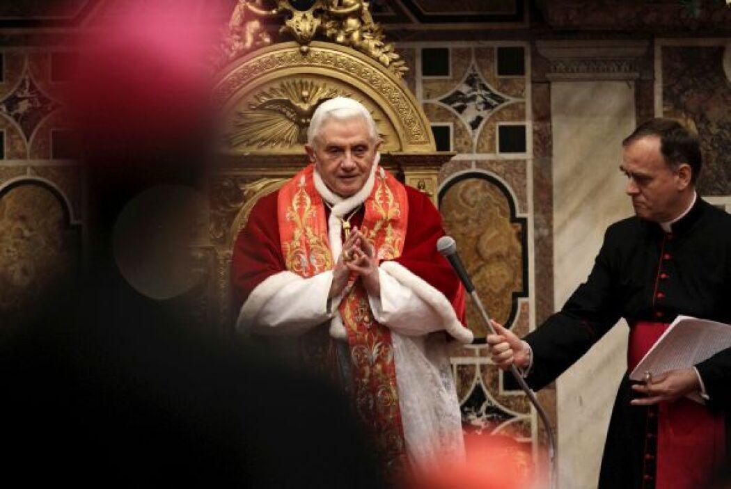 Por la mañana el Papa Benedicto XVI se dio cita en la sala Regia del Pal...