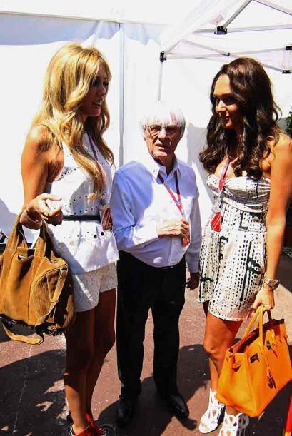 El patrón supremo de la Fórmula 1, Bernie Ecclestone, con sus hijas Petr...