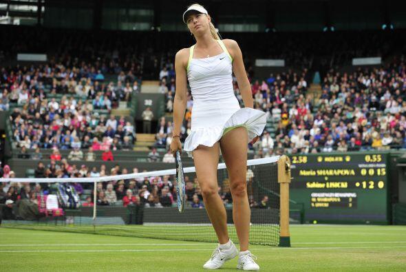 La campeona de Wimbledon en 2004, cuando tenía 17 años, y...