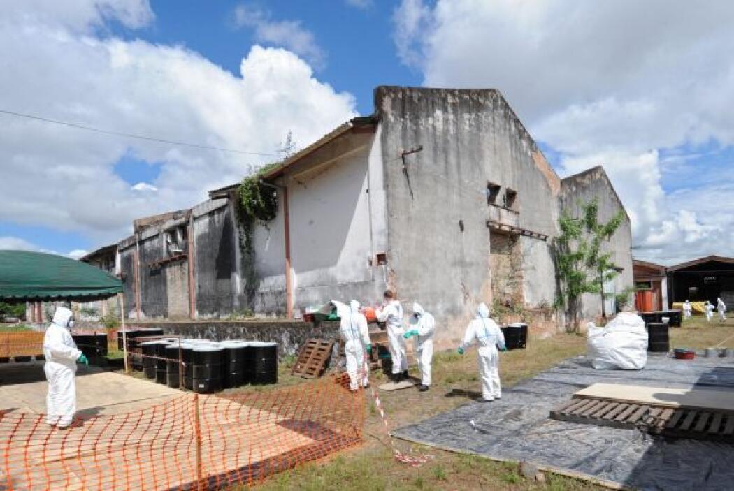 Los desechos químicos y agrícolas se encontraban en un depósito en Asunc...