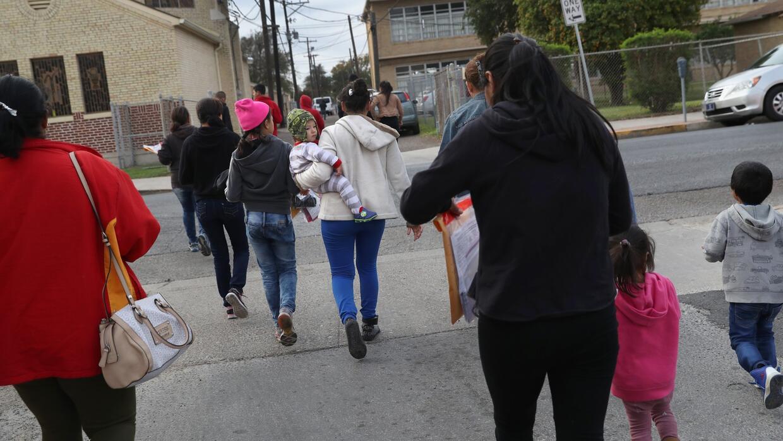 Las difíciles decisiones que enfrentan las familias centroamericanas que...