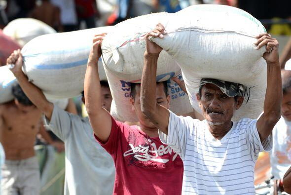 La tormenta golpeó a 4.2 millones de personas en 36 provincias. Unos mil...