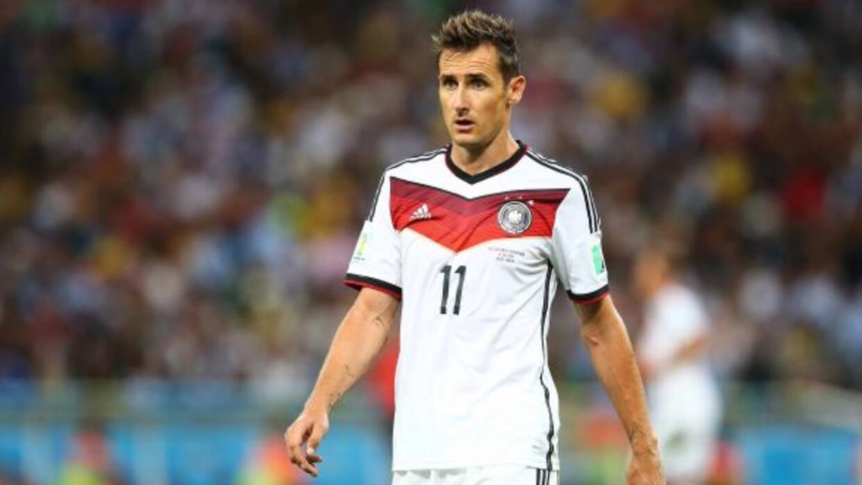 Klose disputó 137 encuentros anotando 71 goles, el último de ellos contr...