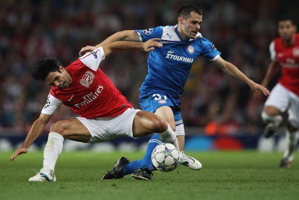 Arsenal evitó cada embate dle rival y se fue haciendo con el domi...