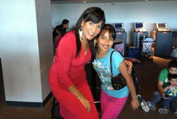 Maribel López  acompañada de una de las donantes.