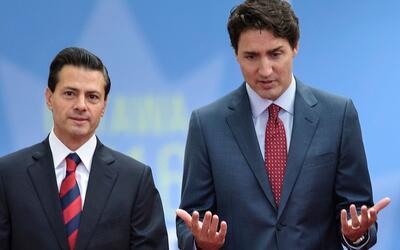 El presidente mexicano, Enrique Pena Nieto, junto a su homólogo c...