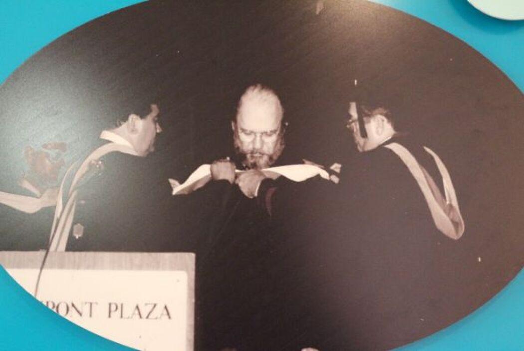 1986- Se le confiere el grado Doctor Honoris Causa al actor, Jacobo Mora...