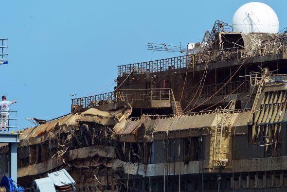 La operación para que el Costa Concordia recuperara su posición vertical...
