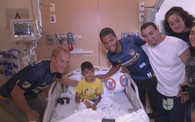 Giovani dos Santos regaló felicidad en el Hospital de Niños de Los Ángeles
