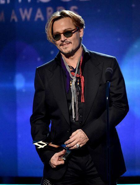 Johnny Depp tampoco se perdió de estos premios que se encargaron de prem...