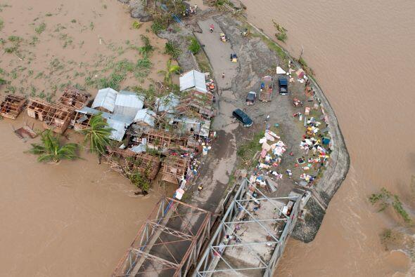 Tras arrasar el centro y sur de Filipinas, Haiyan se encuentra en el Mar...