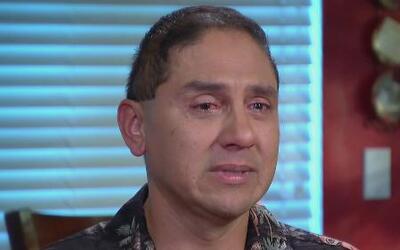 Un padre sufre por la deportación de su esposa