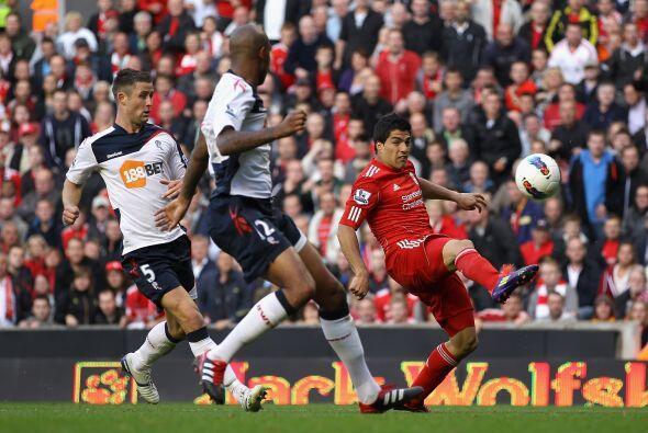 El Liverpool mantiene su racha positiva. Ahora venció al Bolton por 3 a...