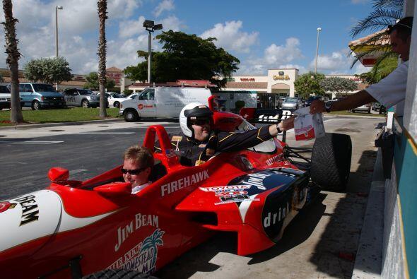 Seguro Raúl recuerda con mucha emoción este paseo en un auto de carreras.