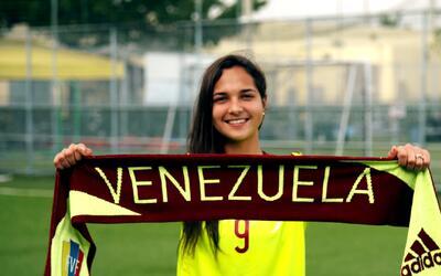 Latinos que triunfan: El brillante futuro de Deyna Castellanos