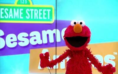 Todos los días la mamá de Elmo le lee cuentos