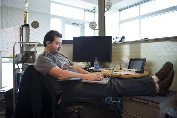 6) Programadores Web. Diseñan, crean y modifican páginas w...