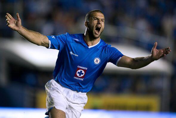 En el Apertura 2009 un argentino rompió las redes. Emmanuel Villa, con e...