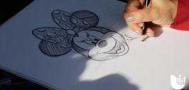 Artista nos enseña a dibujar a Minnie Mouse en pocos pasos.