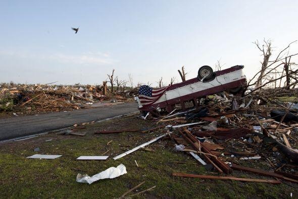Un tornado causó estragos el domingo por la noche en el centro de...