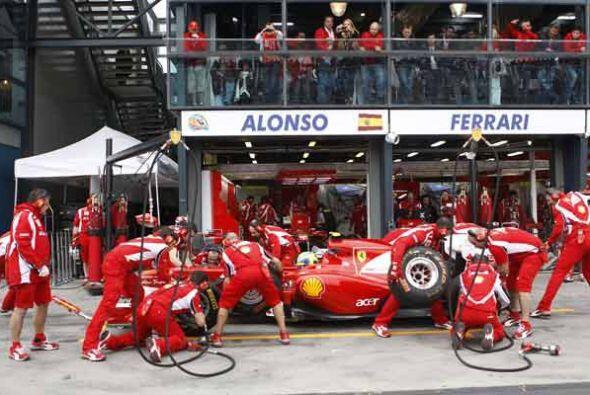 Los mecánicos de la Ferrari hicieron todo lo posible para ayudar...
