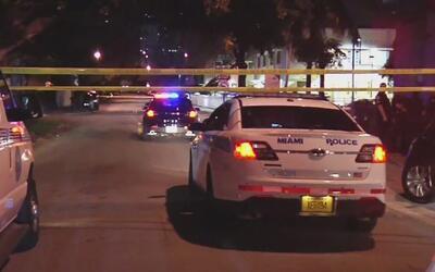 Un hombre de aproximadamente 30 años sobrevivió tras ser baleado en La P...