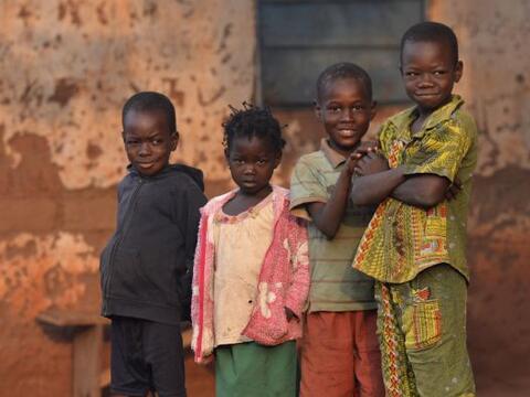 Comencemos nuestra vuelta al mundo con la inocente mirada de estos ni&nt...