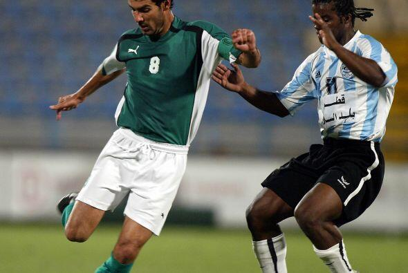 Luego se fue a jugar al Al-Ahli de Catar. En el 2006 dice adios a su car...