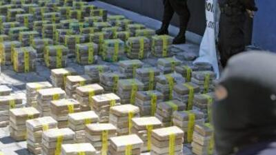 La mayoría de la cocaína es enviada por la vía marítima hacia Italia, Es...