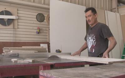 Un carpintero que busca el sueño americano en Abriendo Puertas