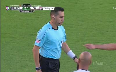 Penalti!! Falta de Marc Burch sobre Yura Movsisyan dentro del área