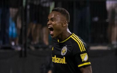 Ola Kamara celebra un gol Columbus Crew SC