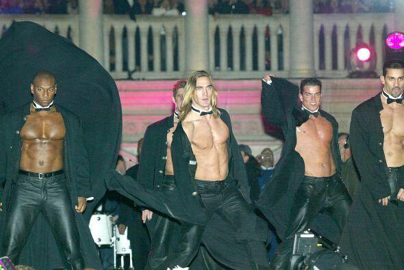 Ya sea con disfraces o atrevidos bailes, los strippers se ganan así la v...