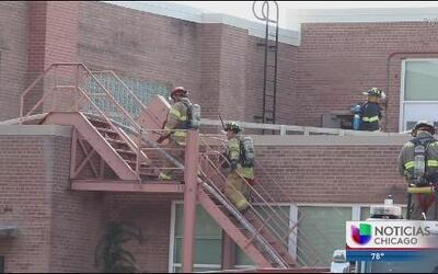 Investigan incendio en la secundaria Crystal Lake Central