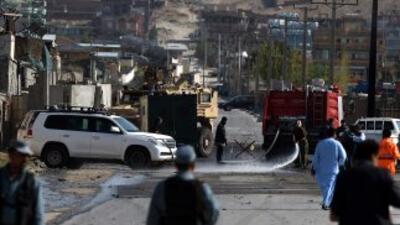 Ataque suicida con bombas a una base de tropas internacionales en Kabul.