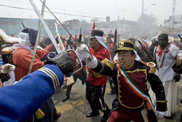 La caballería armada dirigida por el general Zaragoza logró detener la i...