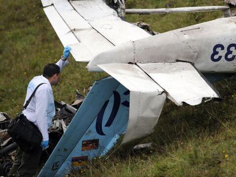 Una pequeña aeronave comercial se accidentó en una zona mo...