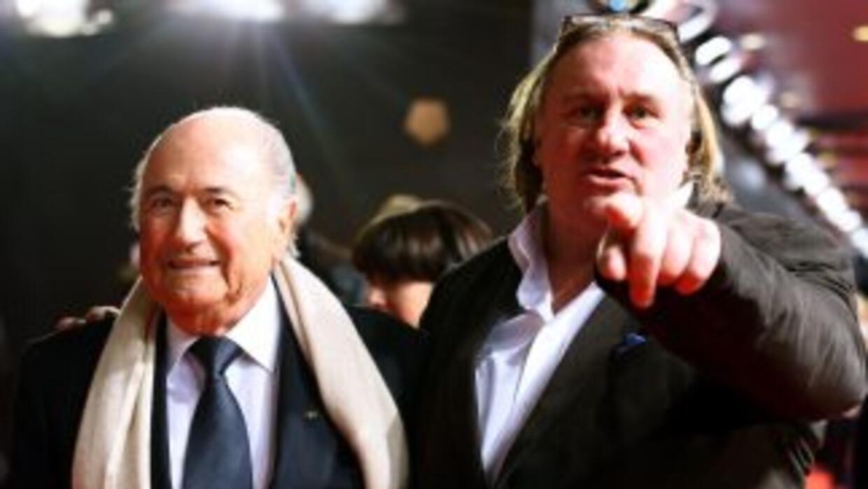 Gepardieu acudió a la última gala de la FIFA tras ser invitado por Blatt...